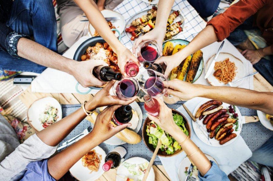7 способів уникнути переїдання під час свят