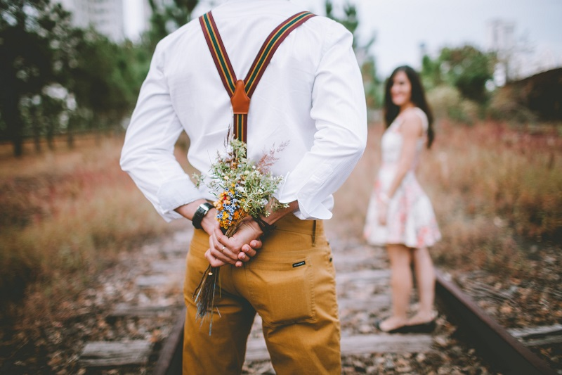 Топ-17 явних ознак які вказують, що чоловік реально в вас закоханий