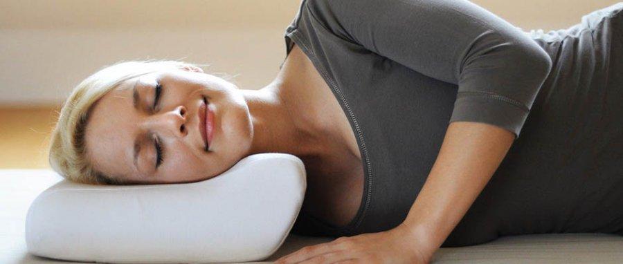 4 причини, чому у вас болить шия, коли ви прокидаєтеся