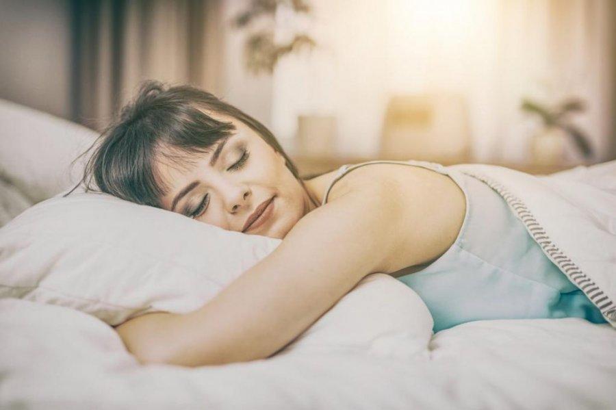 3 причини, за якими шкідливо спати на животі