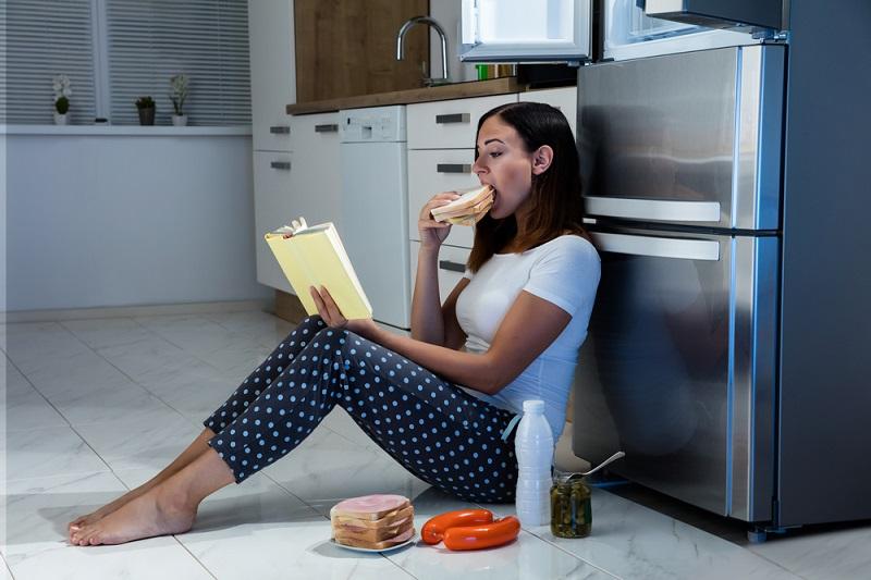 Як перестати їсти на автоматі: 5 способів