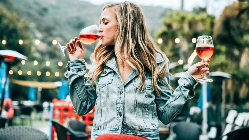 Чому не можна пити алкоголь при вірусних інфекціях