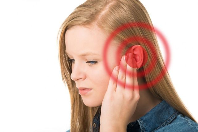 5 причин неприємного запаху за вухом