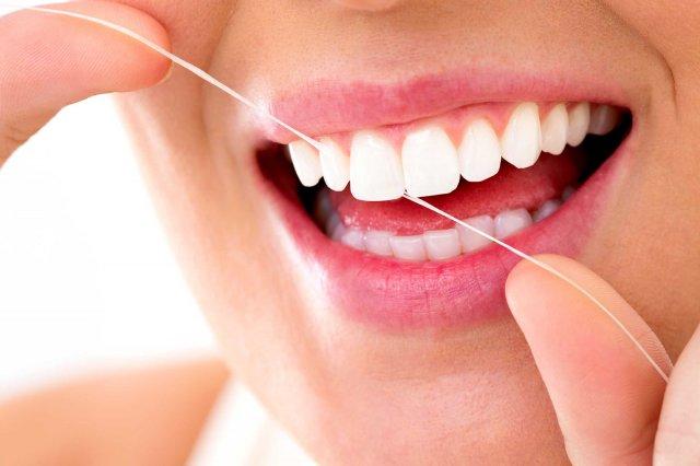Як прибрати зубний камінь дома: 3 простих способи
