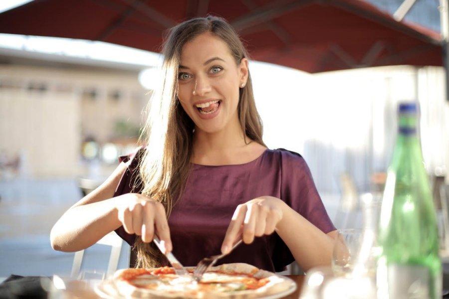 Підступний голод: 4 несподіваних причини, через які постійно хочеться їсти