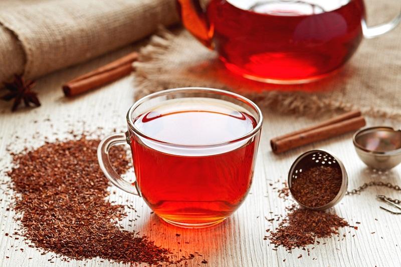 Бадьорість, молодість і детокс: корисні властивості чаю ройбуш