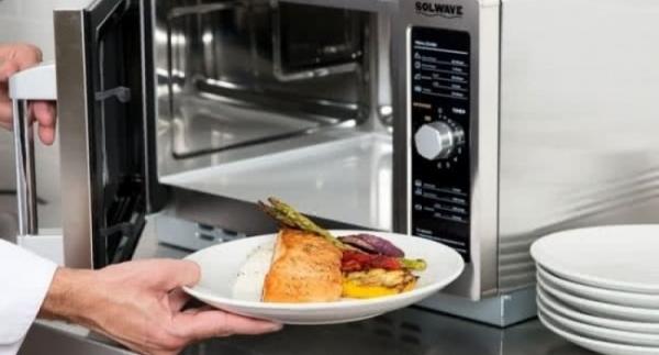 9 продуктів, які стають небезпечними після підігріву в мікрохвильовій печі