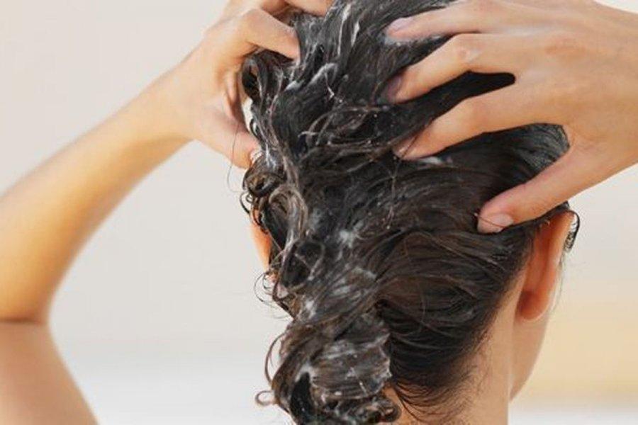 Де шукати найкращий засіб для гладкості і блиску волосся і що ще може допомогти