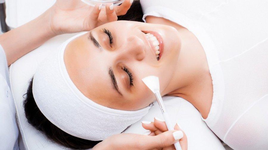 Який хімічний пілінг краще: вибираємо з косметологом
