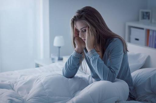 Допомога для сну або просто слідування моді? У чому реальна шкода і користь мелатоніну