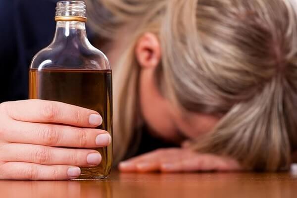 Якщо трапилося похмілля: напої, їжа та дії, які допоможуть його знизити