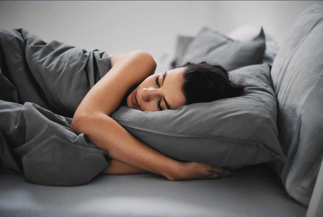 Так корисніше: 7 причин почати спати на лівому боці
