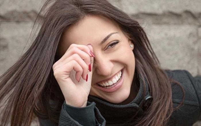 Посміхаємося і махаємо: як сміх насправді впливає на твою красу