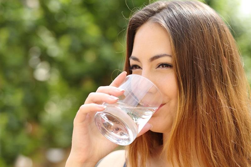 Скільки треба пити води в день: цифри, факти і важливі правила