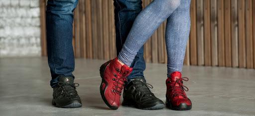 Чим небезпечні сучасні взуттєві тренди і яким з них варто віддати перевагу