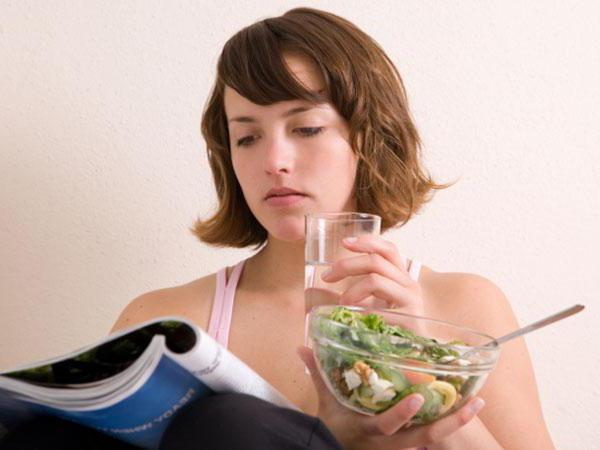 Запивати їжу: користь для фігури і здоров'я або шкідлива звичка?